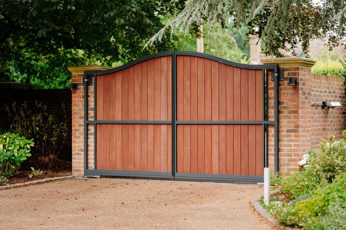 steelframed wooden drivewat gates 6